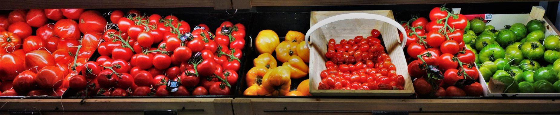 Tomater der illustrerer markedsanalyse af danske grøntsager