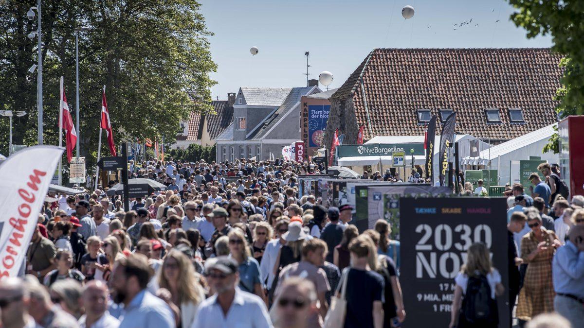 Mennesker på gaden til Folkemødet
