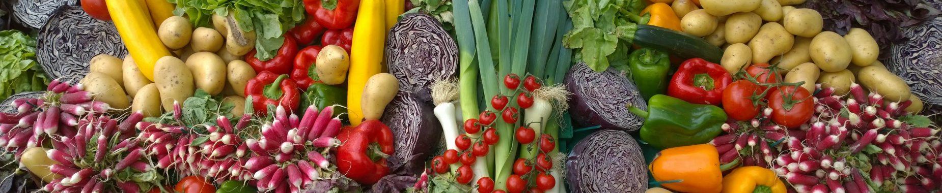 Forskellige grøntsager illustrerer anprisninger af grøntsager